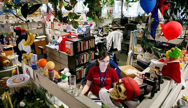 03_zappos-employee